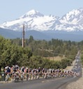 A stretched out peloton in Bend, Oregon early in stage 2