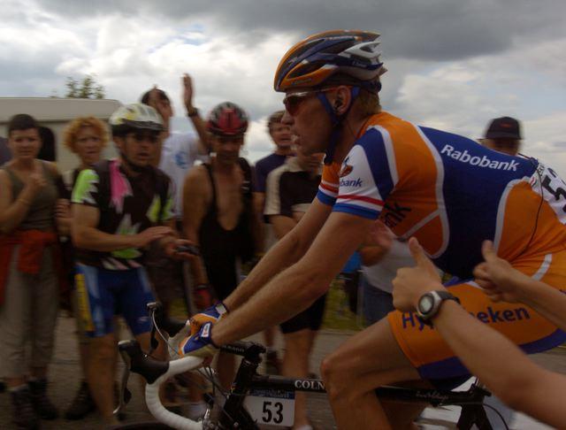 Erik Dekker (Rabobank) passes approving fans on Le Ballon d'Alsace.