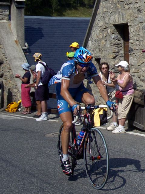 Laurent Brochard (Bouygues Telecom) with 5 km to go on final climb of stage 15.