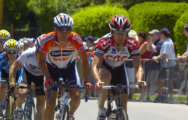 Freddy Rodriguez (Davitamon Lotto) and Bobby Julich (Team CSC) near top of Manayunk wall.